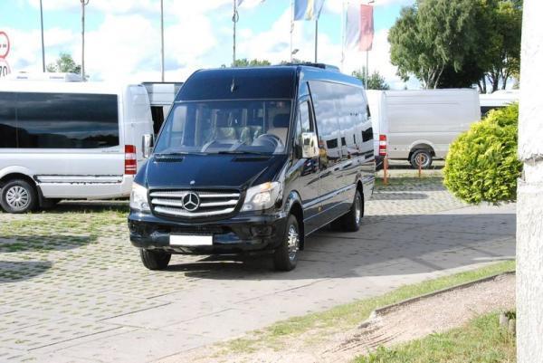 czarny bus